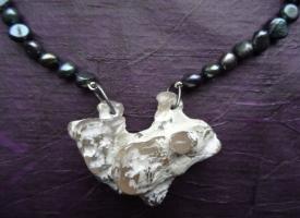 DSC01069 Zwarte Parel met fosiel